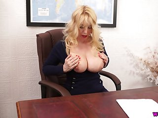 Whorish chubby bookkeeper Lucy Gresty is toying the brush snatch on the table