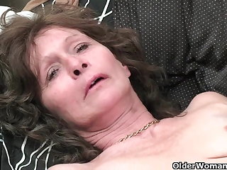 Granny yon saggy tits increased by hairy pussy masturbates