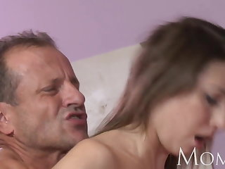 Mam MILF can not stop squirting soon she cums