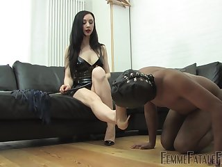 Domiant woman treats say no to male slave with dirty fetish
