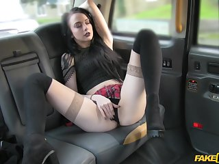 Kinky wholesale Alessa Savage teases the taxi driver and gets fucked
