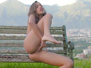 Petite kirmess feels pussy object soaking wet in open-air