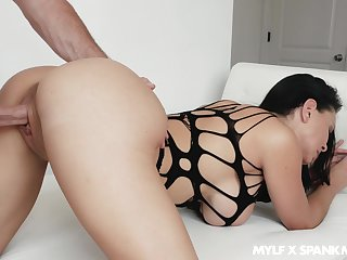 Mommy with big bubble ass Brooke Beretta seduce stepson