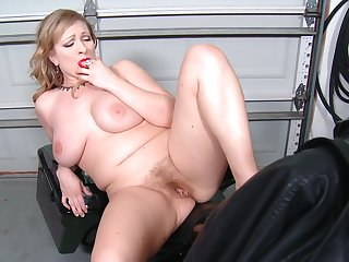 Big blonde Victoria Tyler loves pigeon-holing their way horny cunt