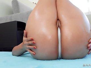 Latina nympho with massive booty fucks jordi