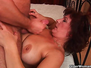 Grandma with big tits and prudish pussy gets facial